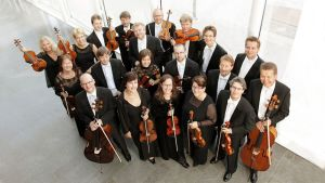 Kuvassa Keski-Pohjanmaan Kamariorkesteri ylhäältä kuvattuna.