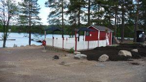 Pyhtään Huutjärven uimarannan kioski.