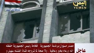 Kranaatti-iskun tuhoaman palatsin ikkunoita