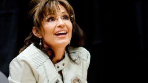 Sarah Palin kirjansa America By Heart Reflections on Family, Faith and Flag julkaisutilaisuudessa Phoenixissa Arizonassa 23.11.2010.