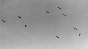 Neuvostoliittolaisia pommikoneita taivaalla jatkosodan aikana.