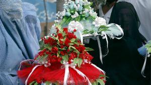 Afgaaniperhe valmistautuu perinteiseen hääseremoniaan