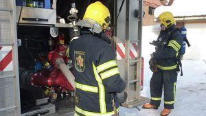 Lapin pelastuslaitoksen palomiehiä.
