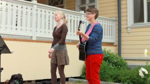 Korttelisoittajat Nina Kuittinen ja Asra Topcu