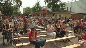 SuomiAreena kerää kuulijoita eri puolilla kaupunkia järjestettävissä keskustelutilaisuuksissa.
