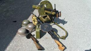 Sodanaikaisia aseita