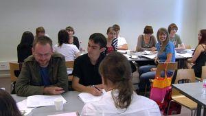 Ulkomaisia suomen kielen opiskelijoita kesäkurssilla Suomessa.