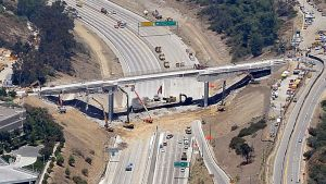 Mulholland Drive -siltaa puretaan valtatie 405:n levennystöiden vuoksi.