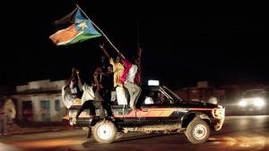 Eteläsudanilaiset juhlivat maansa itsenäisyyttä Jubassa.