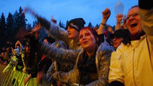 Seinäjoen Provinssirockin yleisöä nauttimassa rock-konsertista.