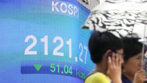 Pörssikurssitaulu Etelä-Korean pääkaupungissa Soulissa.