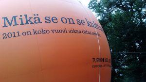 Kulttuuripääkaupungin mainos Turussa vuonna 2011.