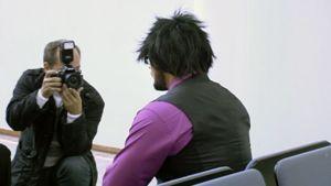 Valelääkärinä toiminut mies odottaa oikeudenkäynnin alkamista Länsi-Uudenmaan käräjäoikeudessa.