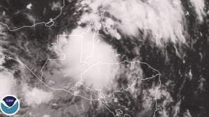 Satelliittikuva jossa Keski-Amerikan yllä on myrsky.