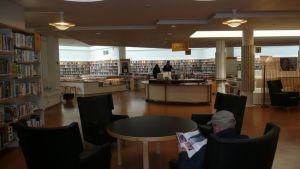 Roi pää kirjasto näkymää
