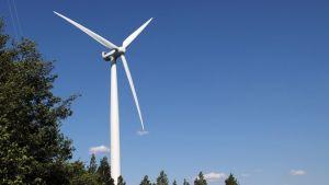 Kuvassa Winwindin rakentama tuulimylly Porissa.
