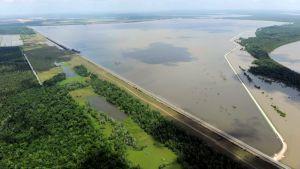 Tulviva Mississippi joki uhkaa New Orleanssia ja Baton Rougea.