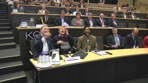 Koli Forumin osallistujia istuu auditoriossa.
