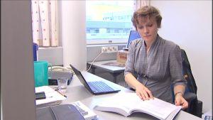 Oulun yliopiston Thule-Insituutissa työskentelevän sosiologi Hannah Straussin mielestä kansalaisilla pitäisi olla helpompaa ottaa kantaa suurhankkeisiin.