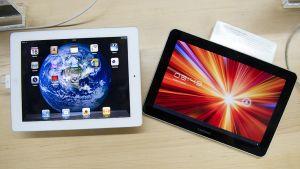 Applen iPad (vas.) ja Samsungin Galaxy Tab.