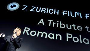Roman Polanski puhuu  Zürichin elokuvafestivaaleilla Sveitsissä tiistaina.