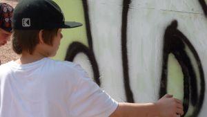 Jyväskylän kirkkopuistossa tehtiin luvallisia graffiteja viime kesänä.