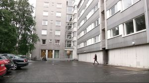 Taloyhtiön piha Helsingissä.