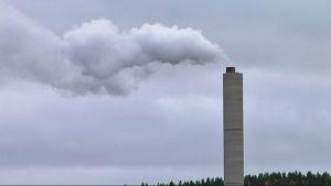 Keljonlahden voimala savupiippu.