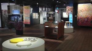Teoksia Ornamon näyttelyssä Pohjois-Karjalan museossa.