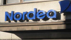 Kuvassa Nordea-pankin kyltti