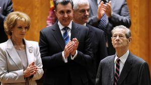 Romanian entinen kuningas Mikael sai raikuvat aplodit parlamentaarikoilta puhuttuaan maan parlamentissa.