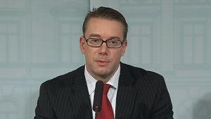 Puolustusministeri Stefan Wallin (r.)