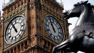 Big Ben kellotornin kellotaulut.