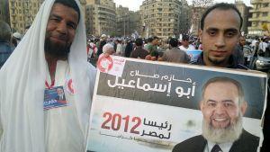 Ultra-vanhoilliset islamistit eli salafistit osoittavat mieltään presidenttiehdokkas Hazem Abu Ismaelin puolesta Kairon Tahrir-aukiolla.