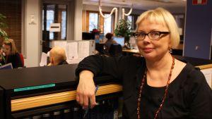 Arja Airaksinen toimituksessa.