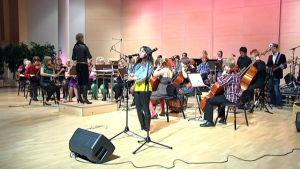 Taidekoulu Estradi esiintyy Lappeenrannan kaupunginorkesterin kanssa.
