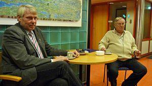 Kajaanilaiset kansanedustajat Eero Suutari (vasemmalla) ja Pentti Kettunen.