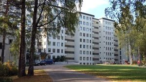 Tiurun vanha tuberkuloosisairaala Lappeenrannan Joutsenossa, jossa sittemmin on toiminut vastaanottokeskus.