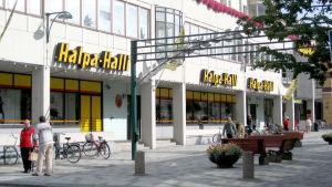 Näkymä Halpa-Hallin edustalta.