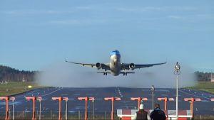 Charter-lento Thaimaahan Vaasasta.