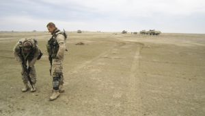 Rauhanturvaajat leirissä aavikolla Pohjois-Afganistanissa.