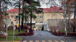 Valkeakosken sairaalan julkisivu