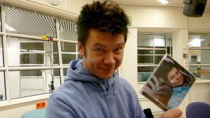 """Jarkko Honsen kolmannen pitkäsoiton nimi on """"Ennen kuin aamu koittaa""""."""