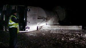 Tieltä suistunut säiliöauto Karkkilassa.