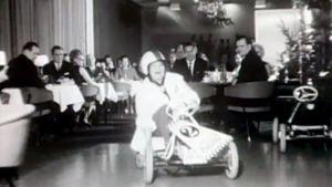 Pikkujoulun viettoa vuonna 1967.