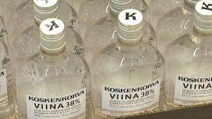 Koskenkorva-pulloja.