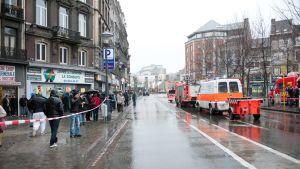 Poliisin ampumavälikohtauksen takia eristämä alua Belgian Liegessä.