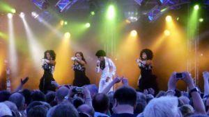 Boney M veti playback -esityksensä täydelle viinijuhlayleisölle Kuopiossa lauantaina.