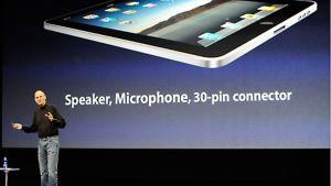 Steve Jobs esittelee uutta iPadia