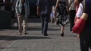 Ihmisiä kadulla
